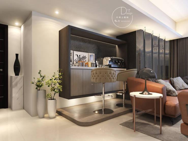 客廳/吧台/歐式系統傢俱/超耐磨木地板/奢華風:  客廳 by 木博士團隊/動念室內設計制作