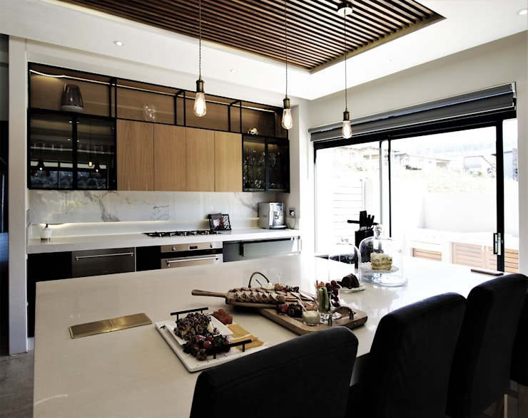 Kitchen Design:  Kitchen by JSD Interiors