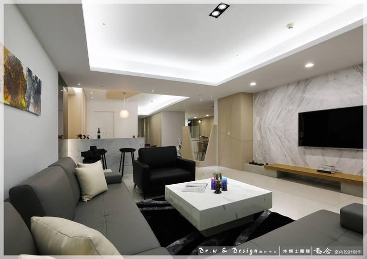 客廳/大理石/烤漆強化玻璃/休閒風:  客廳 by 木博士團隊/動念室內設計制作