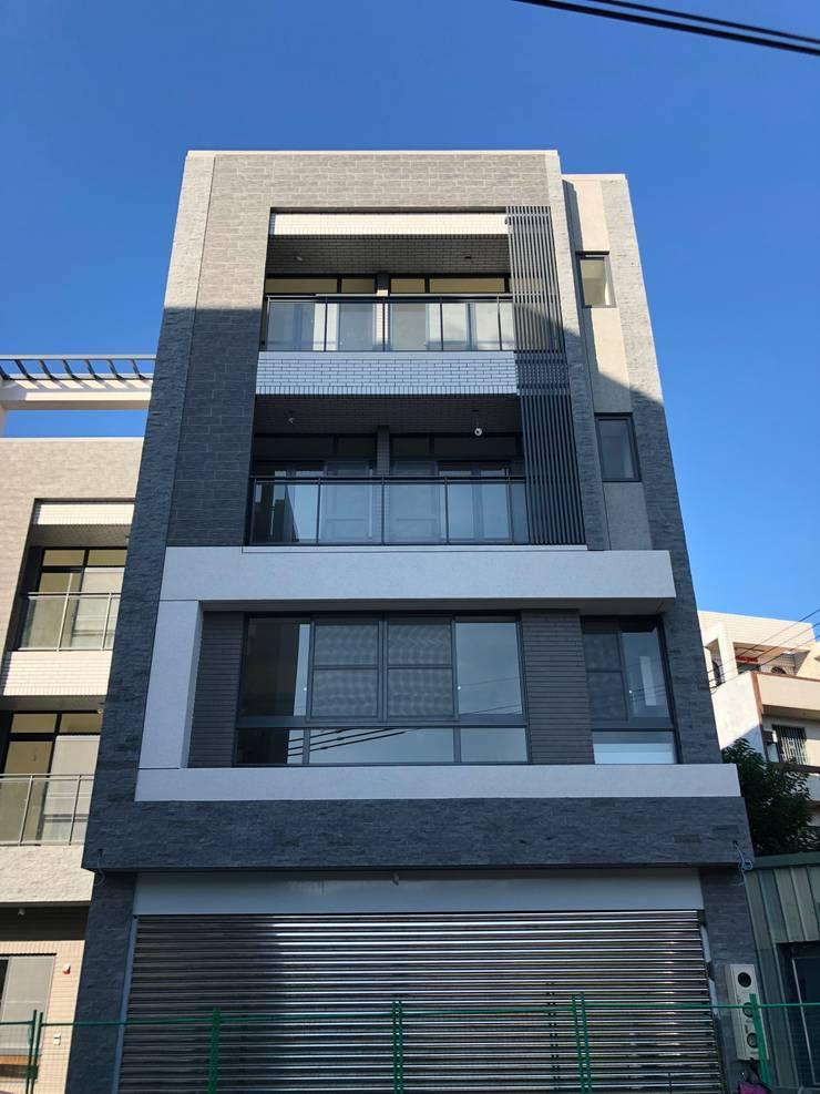 現代風的住商設計:  別墅 by 讚基營造有限公司