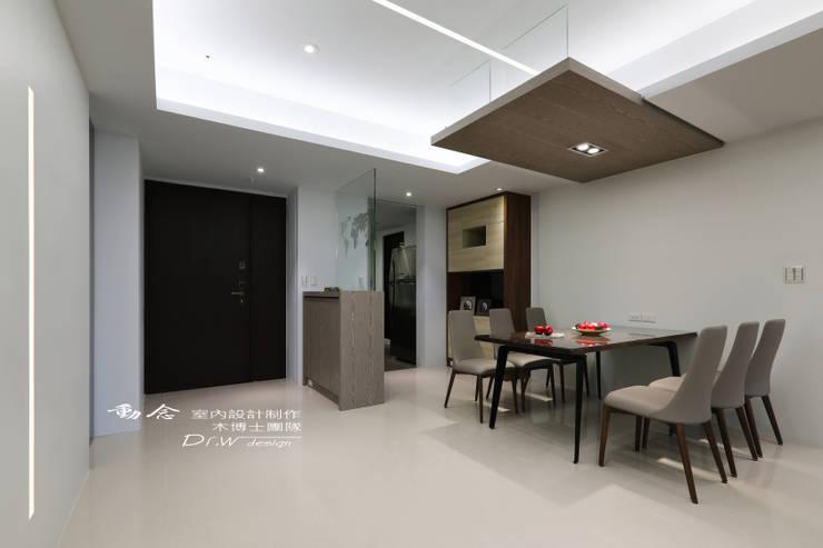 餐廳/玄櫃/玻璃//現代風:  餐廳 by 木博士團隊/動念室內設計制作