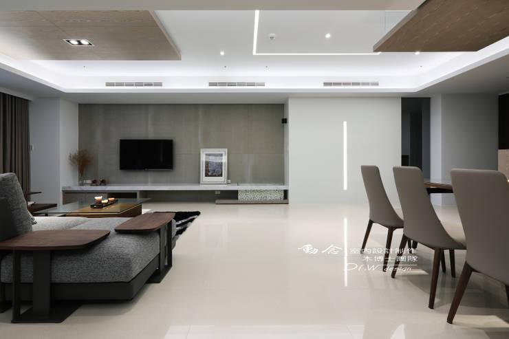 客廳/儲藏空間/大理石/木纖水泥板/現代風:  客廳 by 木博士團隊/動念室內設計制作