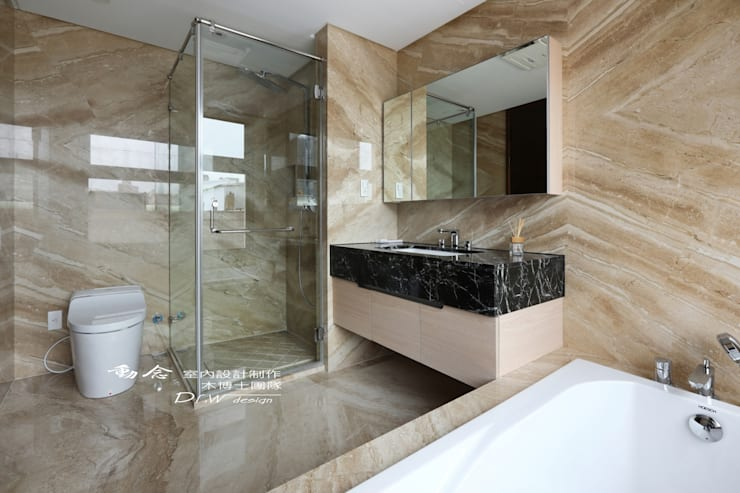 衛浴/浴室/玻璃拉門/浴下櫃:  浴室 by 木博士團隊/動念室內設計制作