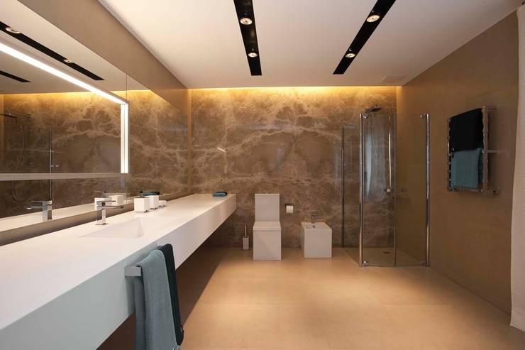 : Casas de banho modernas por Design Studio Yuriy Zimenko