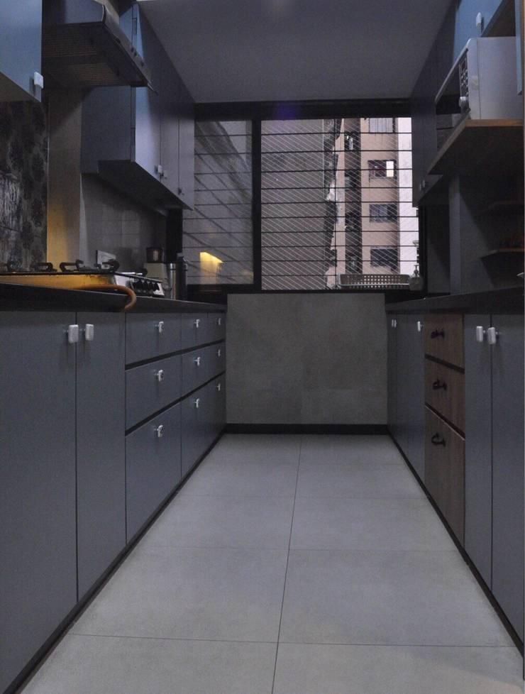 Matt finish kitchens: eclectic Kitchen by Rebel Designs