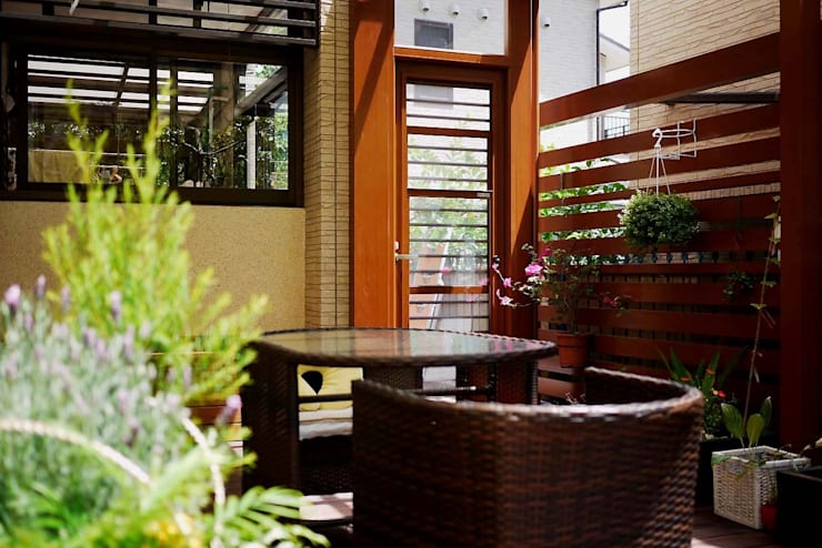 庭院搭配藤式家具:  石頭庭院 by 大地工房景觀公司