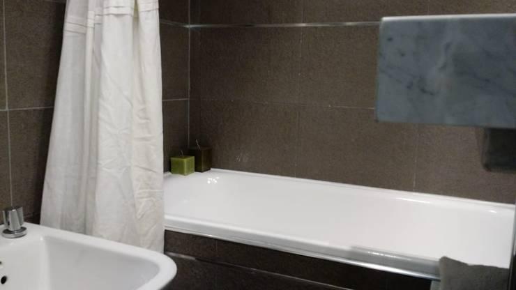 Baño complero: Baños de estilo  por Arquimundo 3g - Diseño de Interiores - Ciudad de Buenos Aires,