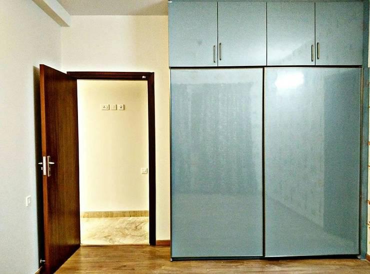 Wardrobe Design Ideas:  Dressing room by Origami Space Design