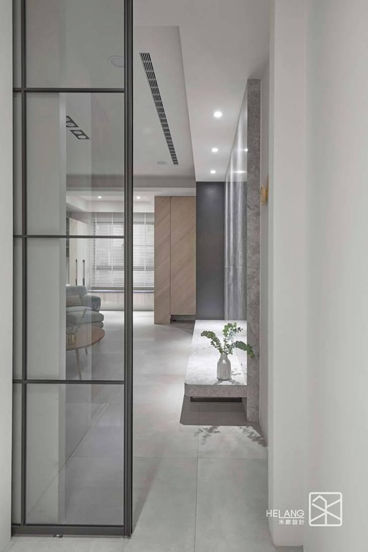 台中 - 大肚:  走廊 & 玄關 by 禾廊室內設計