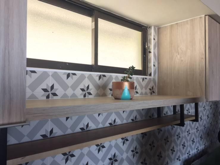 Remodelación de cocina:  de estilo  por R-Innovare / Diseño de interiores y Arquitectura / Santiago y Viña del mar