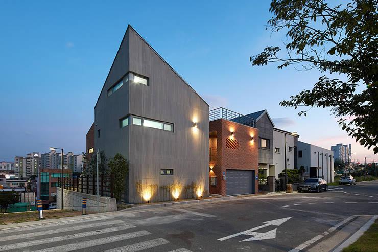 Publivate  House  외관: 건축사사무소 카안 |Architect firm KAAN의  주택,