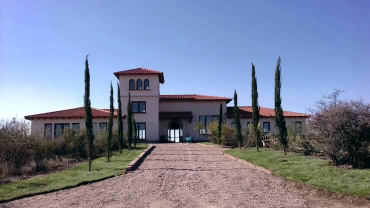 Vivienda en Algodon – Lote E26: Casas de campo de estilo  por Azcona Vega Arquitectos