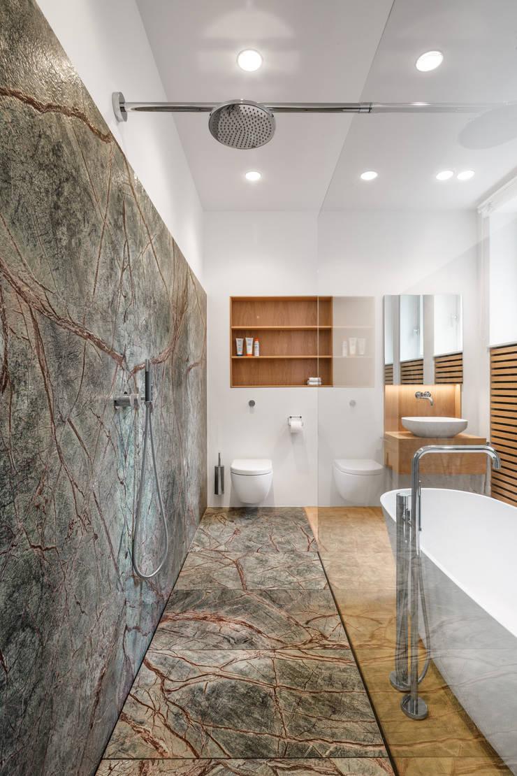 Phòng tắm theo Corneille Uedingslohmann Architekten, Hiện đại Cục đá