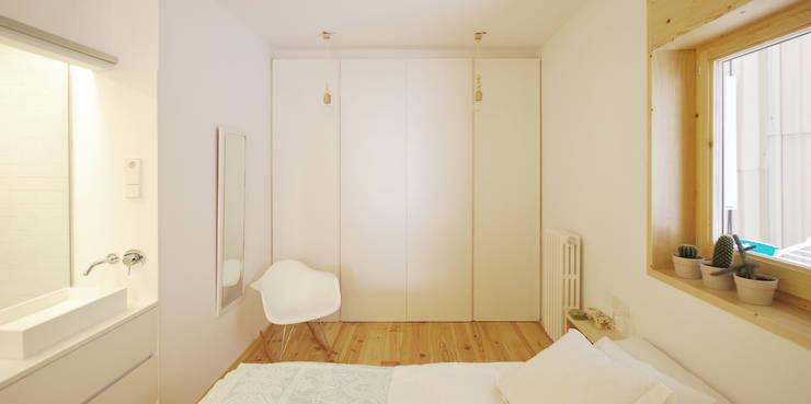 Dormitorio Principal: Dormitorios de estilo escandinavo de Abrils Studio