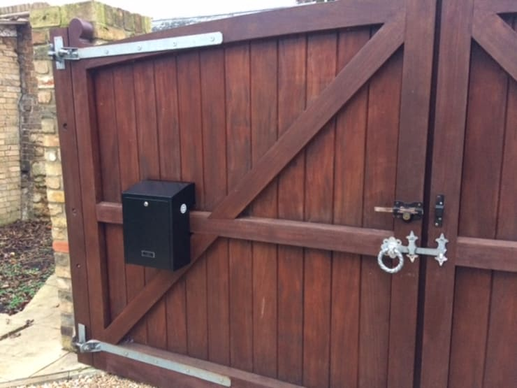 Gate post boxes:  Windows & doors  by Letterbox4you