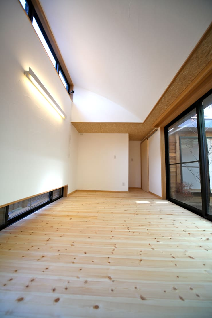 Bedroom by 株式会社高野設計工房, Scandinavian