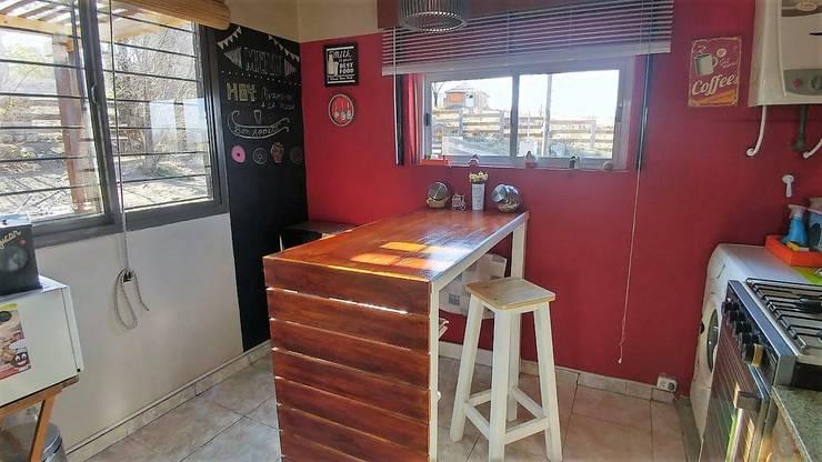 barra desayunadora:  de estilo  por Cortinez Lourenço Consultora Inmobiliaria