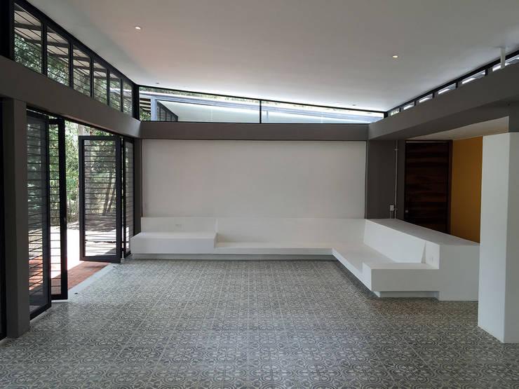 Casa Pacho Cundinamarca: Casas de estilo moderno por NOAH Proyectos SAS