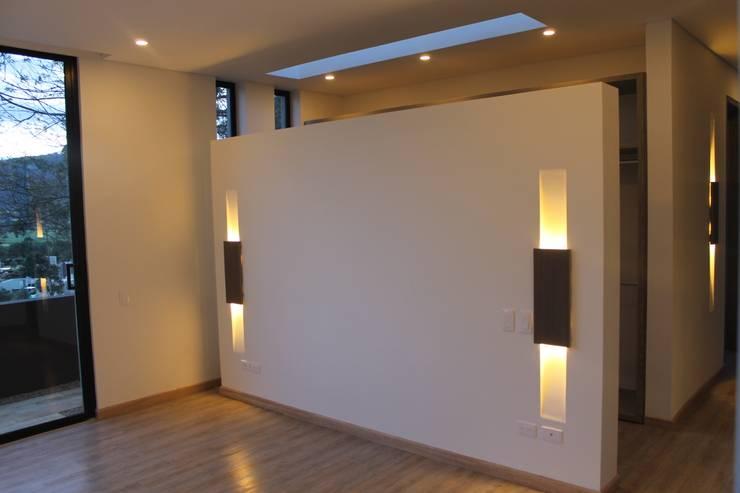 habitación principal: Habitaciones de estilo  por IngeniARQ Arquitectura + Ingeniería