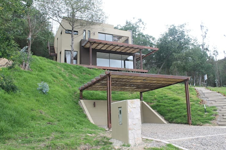 parqueadero: Garajes de estilo  por IngeniARQ Arquitectura + Ingeniería