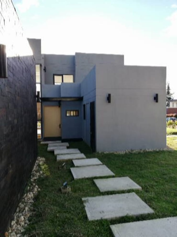 Acceso: Casas de estilo  por IngeniARQ Arquitectura + Ingeniería, Moderno