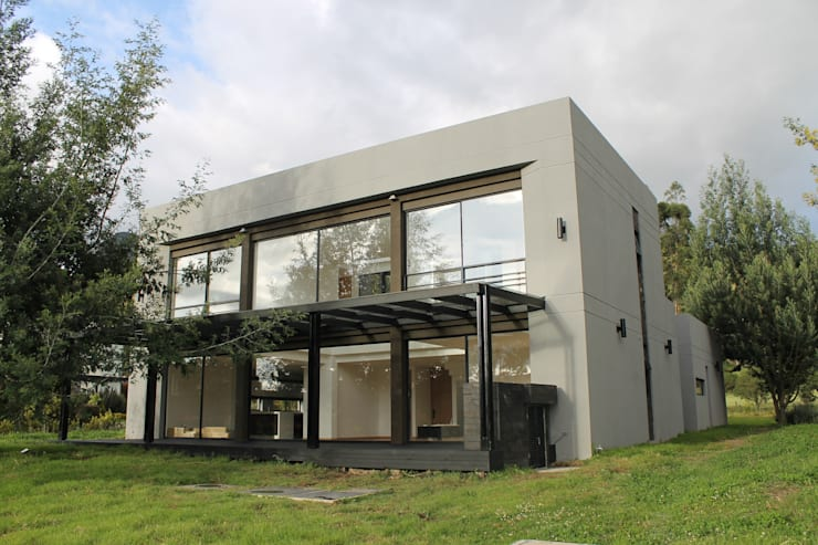 Pergola + deck: Casas de estilo  por IngeniARQ Arquitectura + Ingeniería