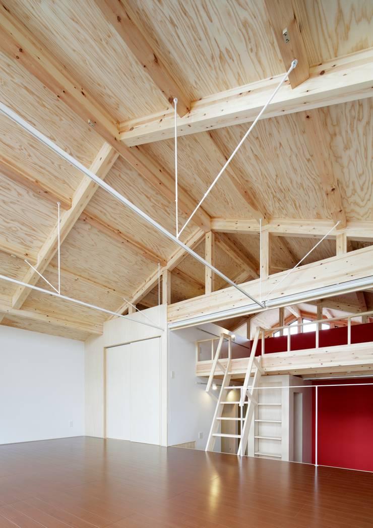 Nursery/kid's room by 一級建築士事務所 アリアナ建築設計事務所, Modern Wood Wood effect