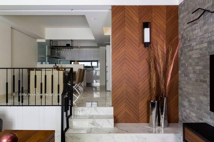 玄關造型:  客廳 by 鼎士達室內裝修企劃