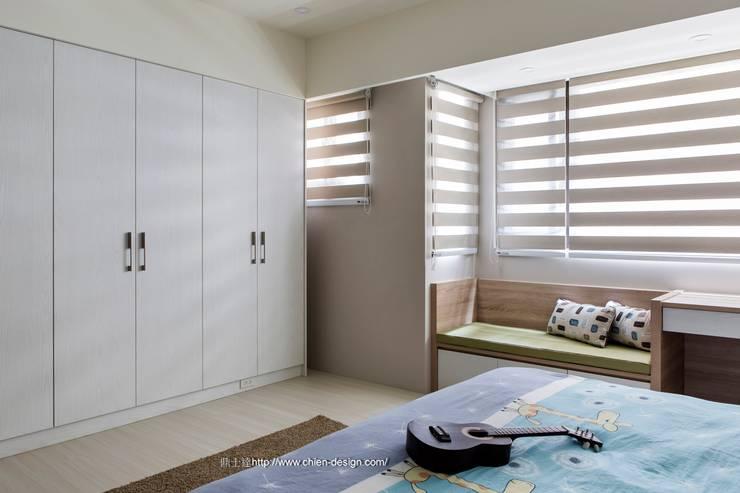 新竹張宅:  嬰兒房/兒童房 by 鼎士達室內裝修企劃