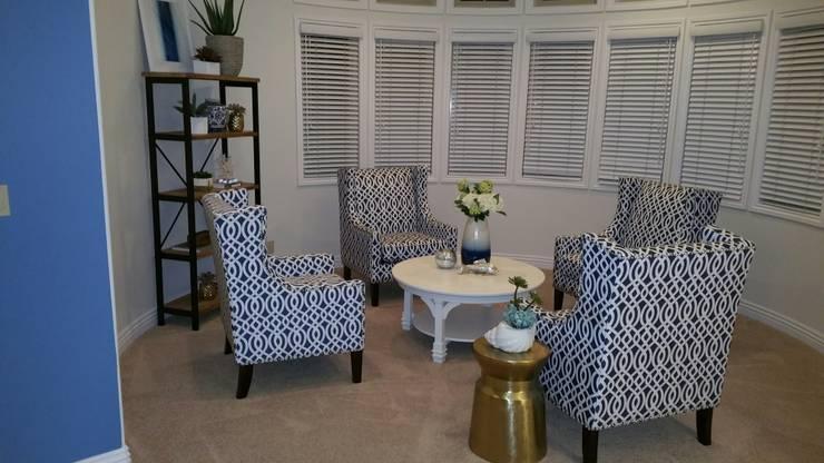 Redondo Beach Rental: modern Living room by DarDesign