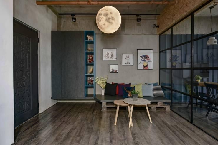 澄月:  走廊 & 玄關 by 澄月室內設計