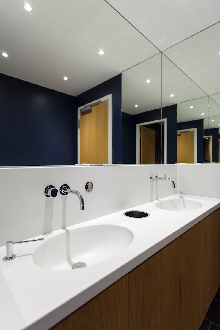 Sanitärräume:  Bürogebäude von IONDESIGN GmbH