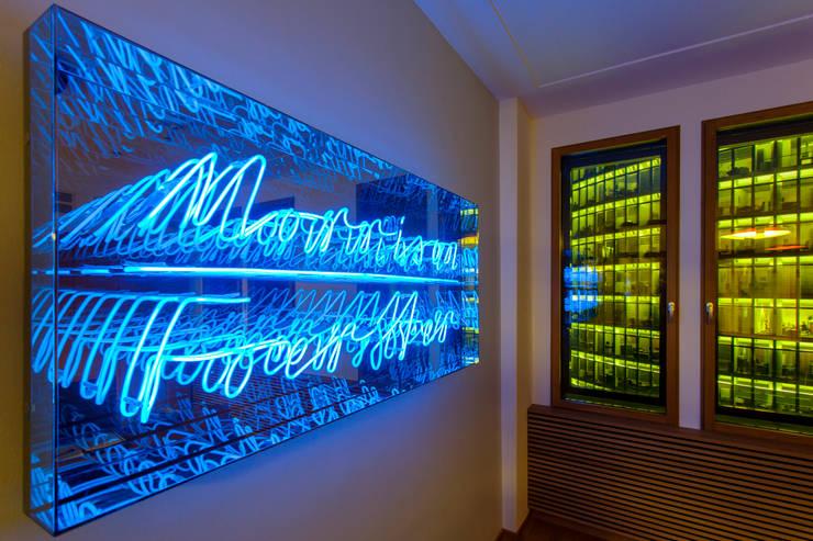 indivisuelles Lichtobjekt:  Bürogebäude von IONDESIGN GmbH