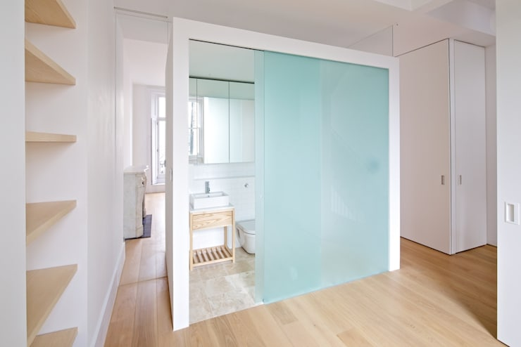 Westbourne Park, London:  Bathroom by LYN Atelier LLP