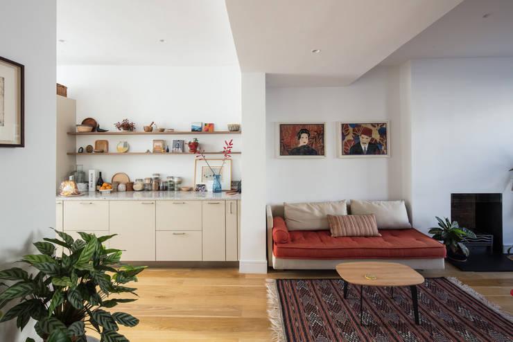 Westbourne Park, London Livings de estilo moderno de Easton Design Office Ltd Moderno