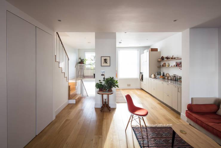 Westbourne Park, London Cocinas de estilo moderno de Easton Design Office Ltd Moderno
