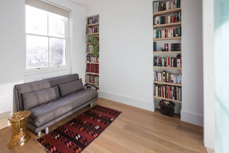 Westbourne Park, London Dormitorios de estilo moderno de Easton Design Office Ltd Moderno