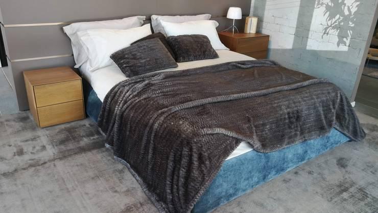 Arredamento Camere da Letto: Camera da letto in stile  di Formarredo Due design 1967