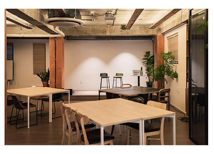 포레스트 구구: (주)스튜디오360플랜 의  바 & 카페