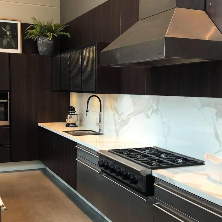 Cozinha Sofisticada : Cozinha  por G.F Studio Design