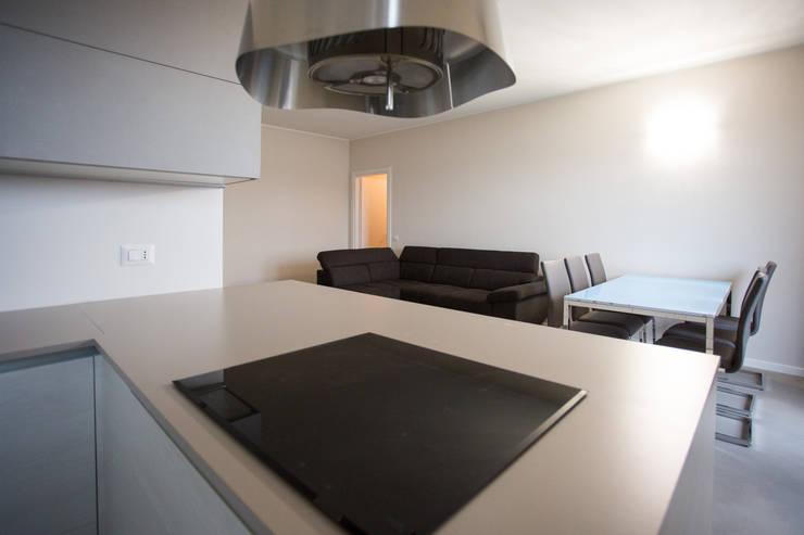 Cocinas equipadas de estilo  por Ristrutturazione Case