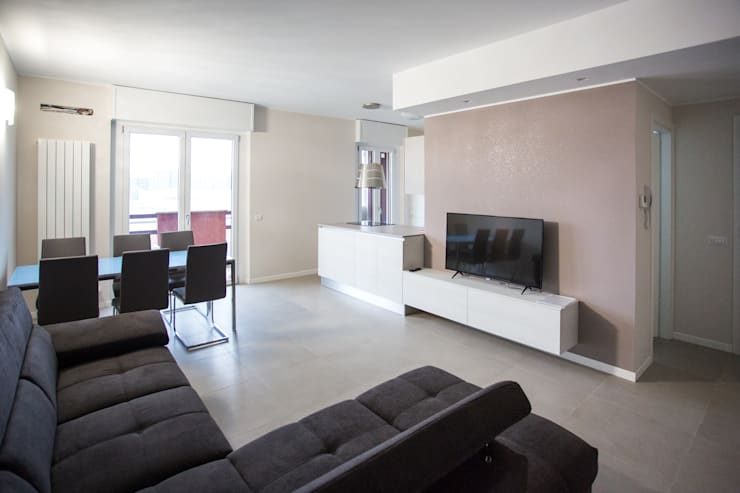 Salas / recibidores de estilo  por Ristrutturazione Case