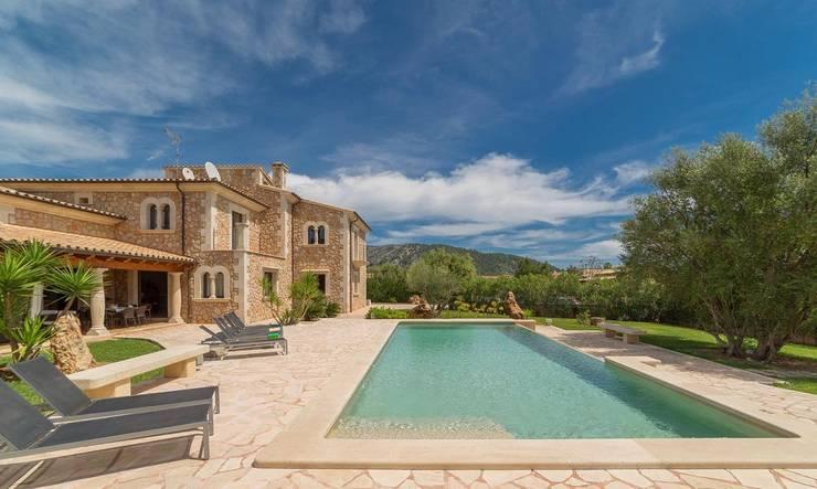 Exterior piscina: Casas unifamilares de estilo  de Diego Cuttone - Arquitecto