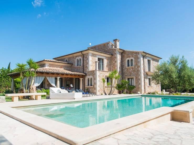 庭院泳池 by Diego Cuttone, arquitectos en Mallorca