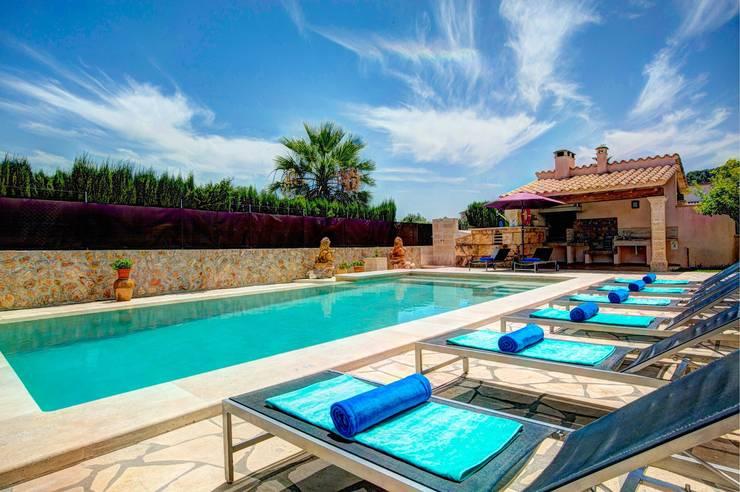 Piscina: Piscinas de jardín de estilo  de Diego Cuttone, arquitectos en Mallorca