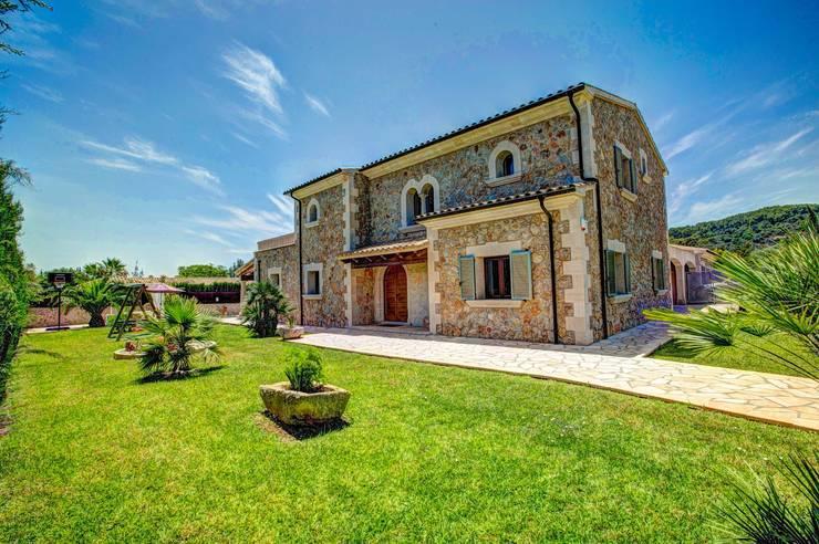 Fachada, parte trasera: Casas unifamilares de estilo  de Diego Cuttone, arquitectos en Mallorca
