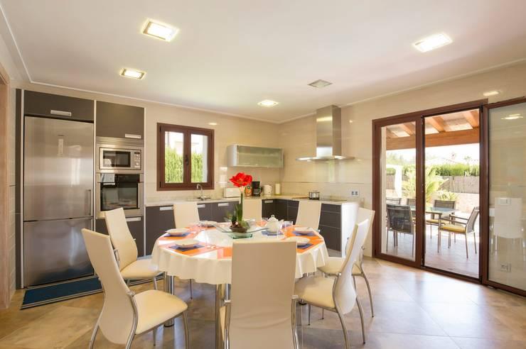 Comedor - salón: Comedores de estilo  de Diego Cuttone, arquitectos en Mallorca
