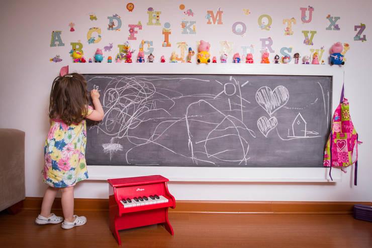 Vista Area pizarra para dibiujo niños: Hogar de estilo  por Moon Design