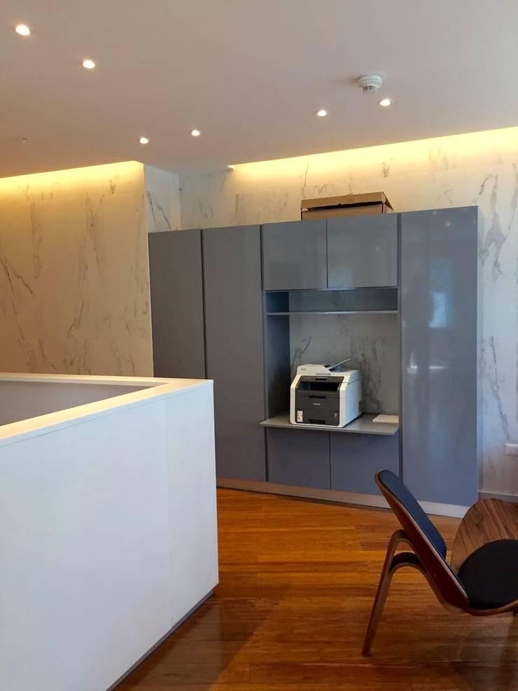Vista General: Oficinas y tiendas de estilo  por Moon Design