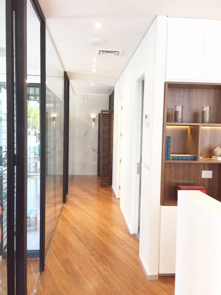Vista General Oficina: Oficinas y tiendas de estilo  por Moon Design